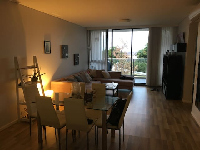 Gorgeous 1 BDR Apartment - 5 min walk to beach