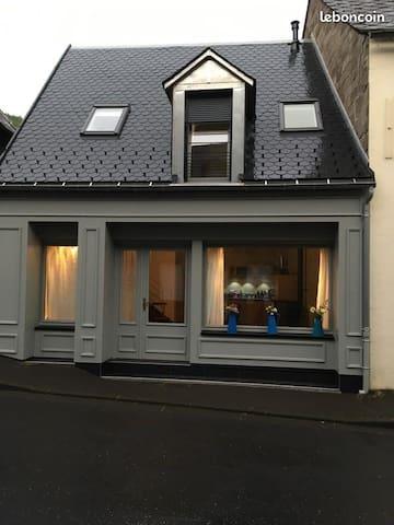 Jolie maison chaleureuse dans le village D'Orcival