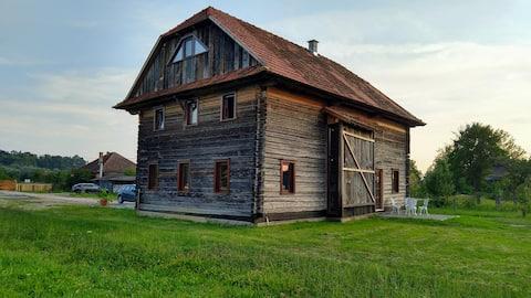 Casa de hóspedes no celeiro de madeira