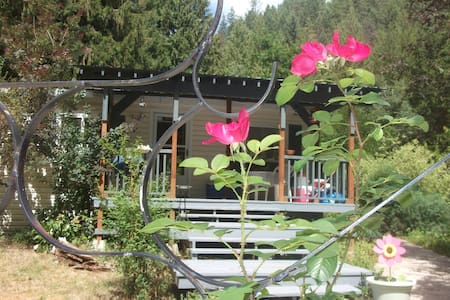 Creekside Cottage - 2 Bed 2 Bath - Nature Paradise - Christina Lake - Srub