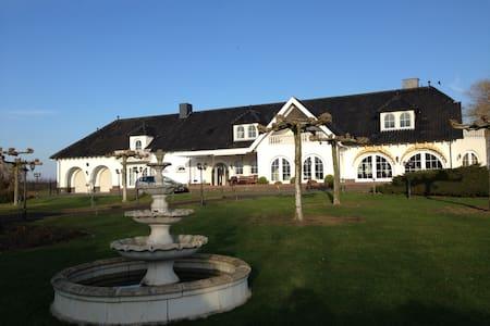 Exklusive Villa Maasheuvel an der Maas mit Park - Arcen - 公寓