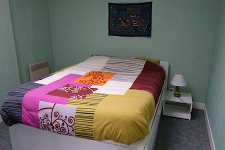 Chambre cosy pour deux personnes - House