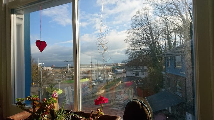 Lovely home with Sea views and perfect location