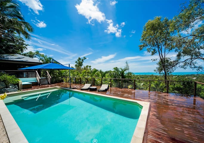 Great Views, 5 B/R Beach house, Pool & Spa - Cannonvale - House