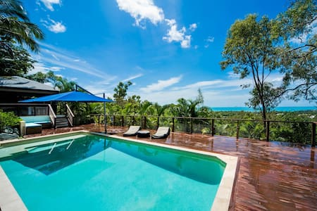 Great Views, 5 B/R Beach house, Pool & Spa