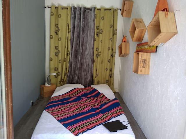 Chambre & balcon privatif à 5' de la place Dupuy.