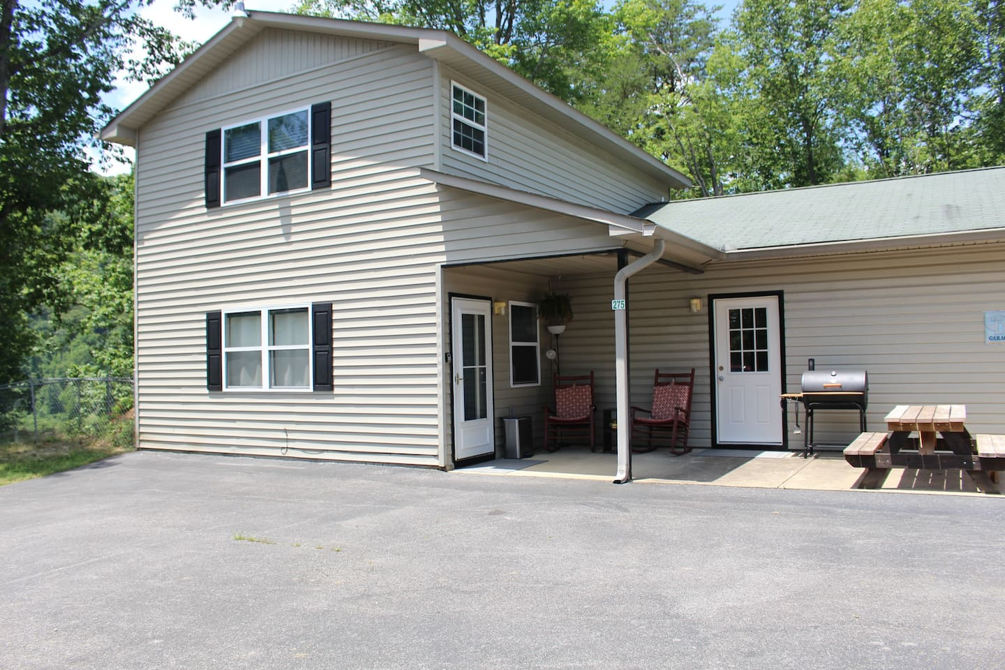 Four bedrooms, 1 bath All contained with a circle drive.  Hi-speed Internet with Netflix and Hulu Smart TV's in each room.