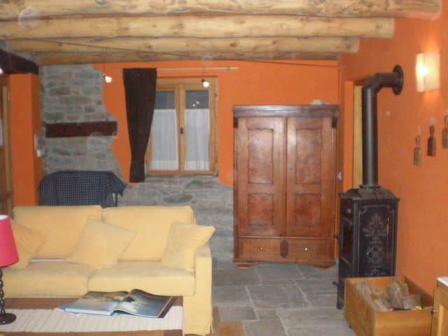 chalet Isolello in legno e pietra - Riva Valdobbia - Mökki