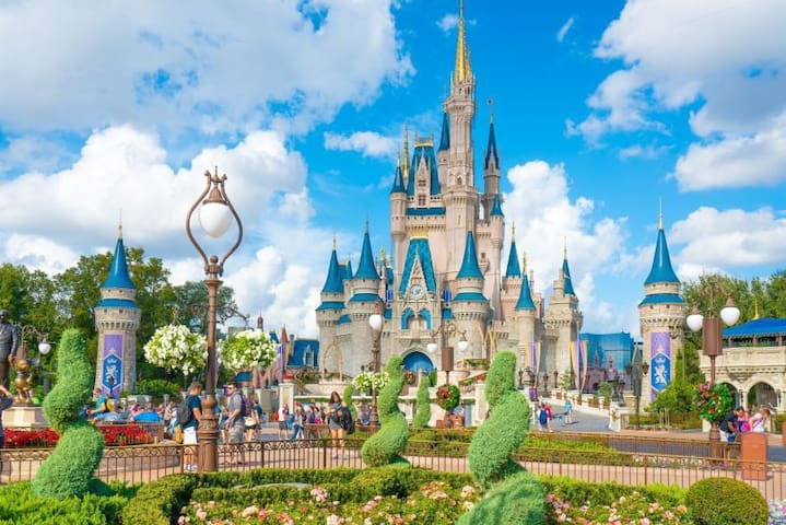 GROUP DISNEY GETAWAY! 2 ROOMS W/ POOL NEAR DISNEY!