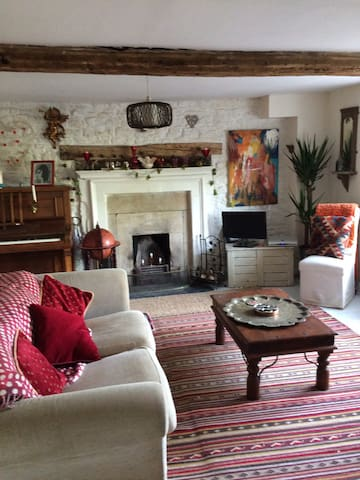 lovely  bright 17th century cottage near Bath - Box - Casa