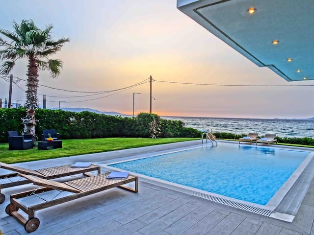 Luxury Villa with Private pool next to sandy beach