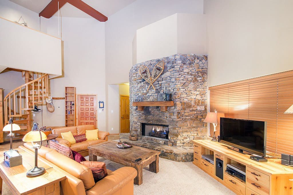 Spacious living room with gas fireplace, leather sofas, flat screen TV