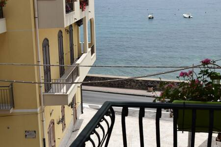 Sea front and total relax balcone davanti al mare