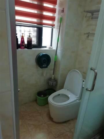 主卧卫浴间
