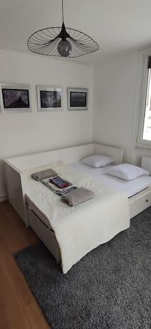 Room 3- Chambre 3
