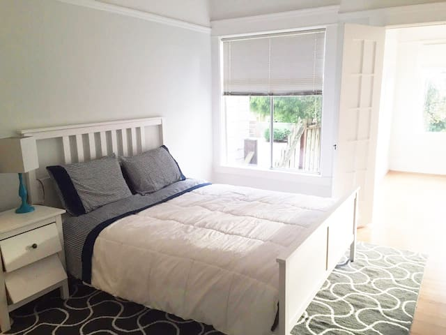 Spacious private room for rent - 30 day min stay