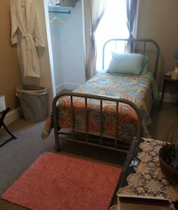 Small room, small price - Fort Collins - Hus