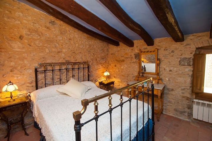House with 4 bedrooms and 3 bathrooms in the historical center - Torroella de Montgrí - Haus