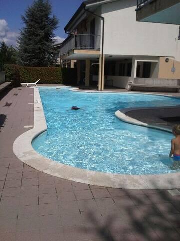 trilocale tranquillo con piscina e giardino privat - Chiodi II - Apartamento