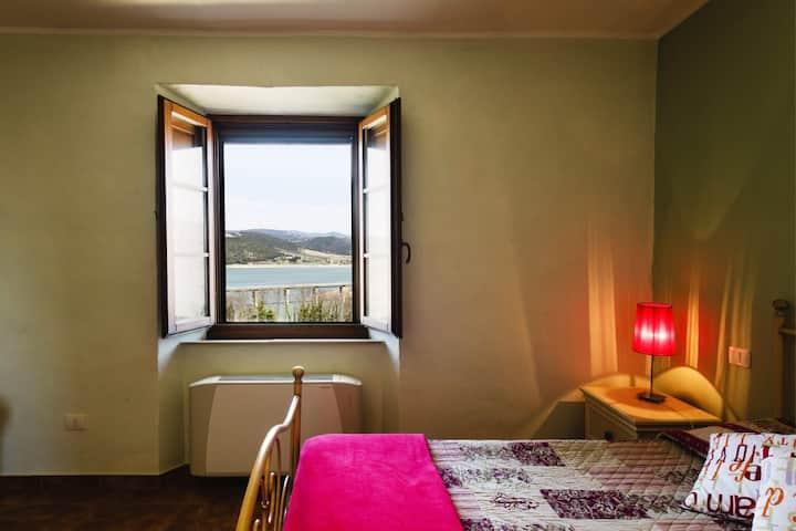 Appartamento Girasole in casale umbro zona Orvieto
