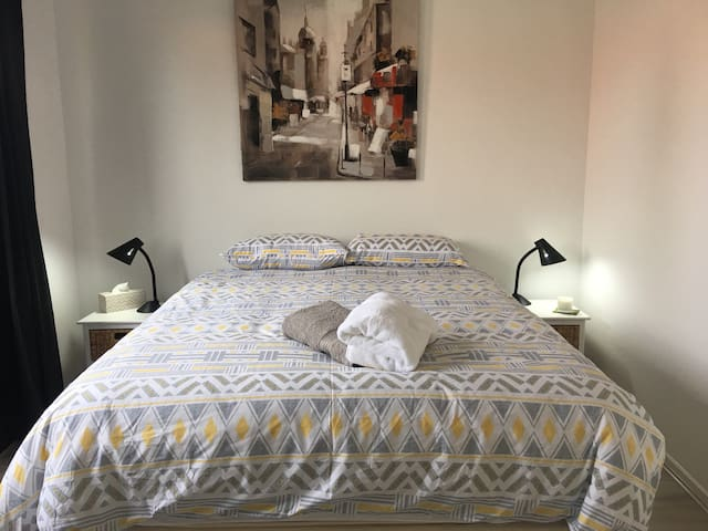 2 Private Rooms & Bathroom 10 minutes from airport