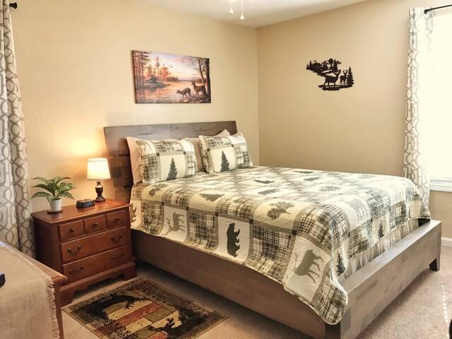 Bedroom 2 on main floor with queen size bed