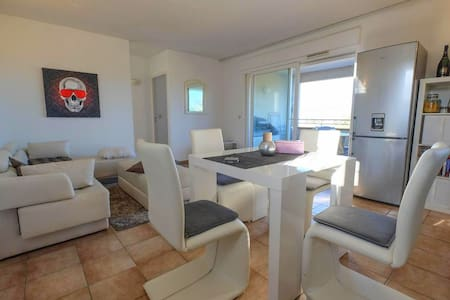 Bel appartement vue mer à Saint-Tropez - Saint Tropez  - Departamento