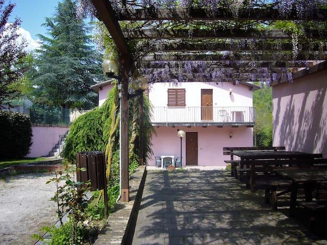 Appartamento con giardino, vicino al centro