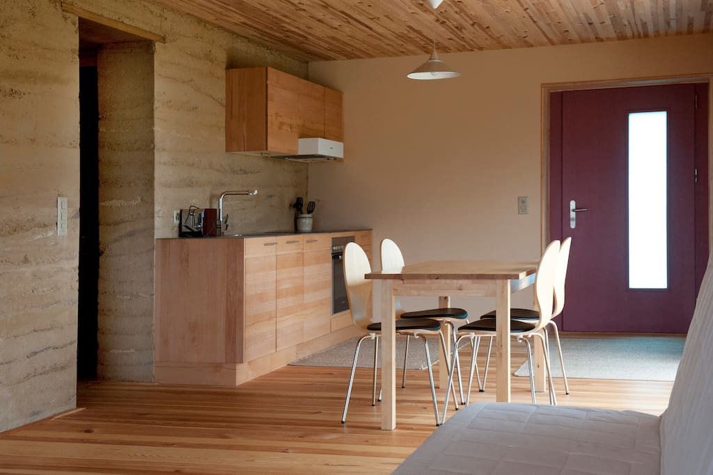 kitchen: without any glue, all clay plaster and natural colours, very low allergy potential