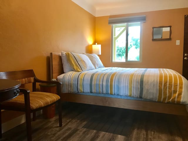 Baja in Bandon - a cheerful room for a getaway