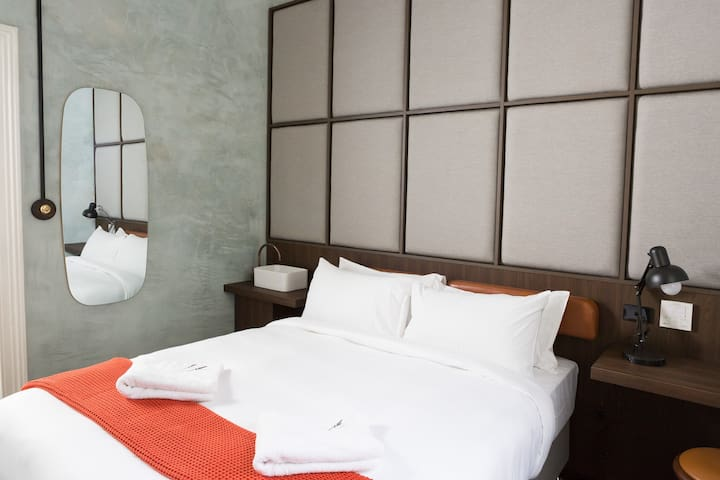 'AUSTIN' Recently Renovated Stylish Queen Room