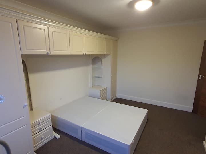 Room Available in Hornchurch. Available now