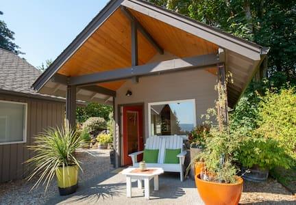 Art Garden Guest Cottage