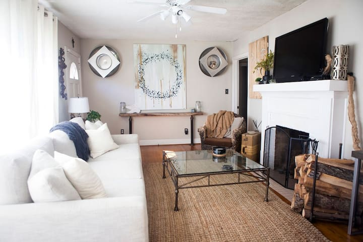 Charming Home - 3 Miles from Bryant Denny Stadium