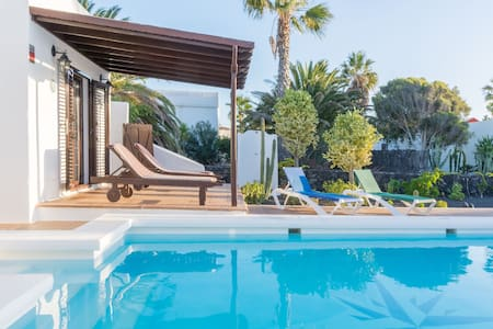 Air-conditioned Home with Pool, Garden, Terrace, Wi-Fi and Spectacular Views