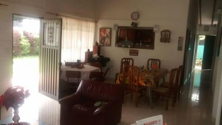 Casa cerca hacienda paraiso - Santa Elena - Dom
