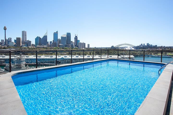 Sky High Living With Pool, BBQ and Harbour Views
