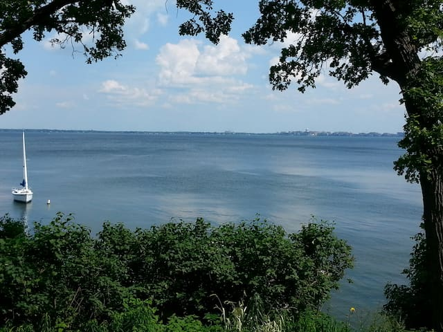 Natural Quiet Retreat/Lake Mendota. - Madison - Ev