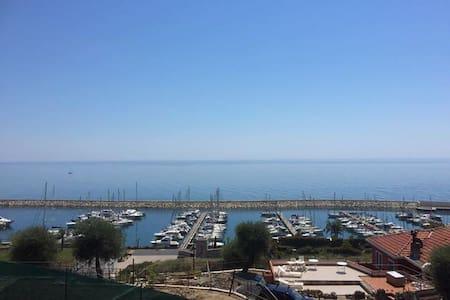 Bilocale vista mare con grande terrazza - San Lorenzo al Mare