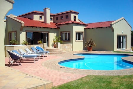 Spacious entertainers paradise in St Francis Bay