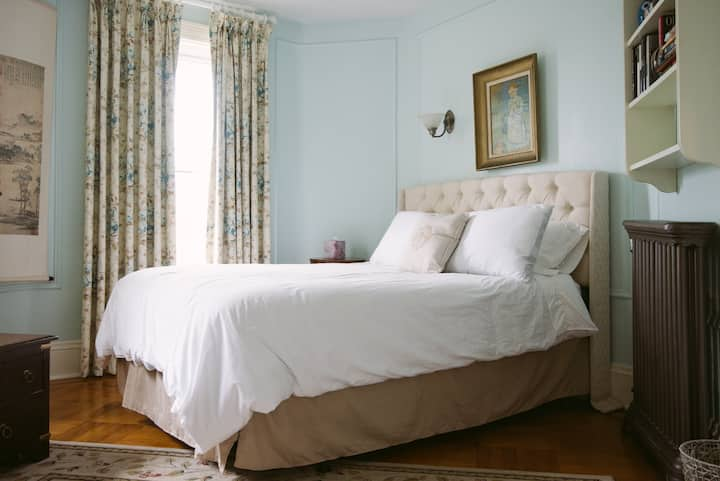 Private Blue Room in Harvard House