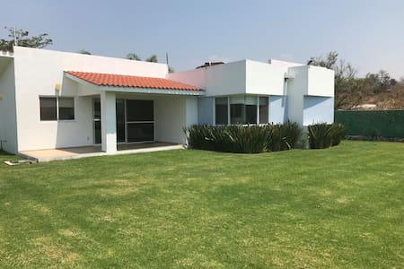 Bonita casa con piscina climatizada en Oaxtepec