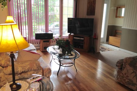 3 Bedroom Home - Comfortable, Cozy and Equipped! - Mount Pearl - 一軒家