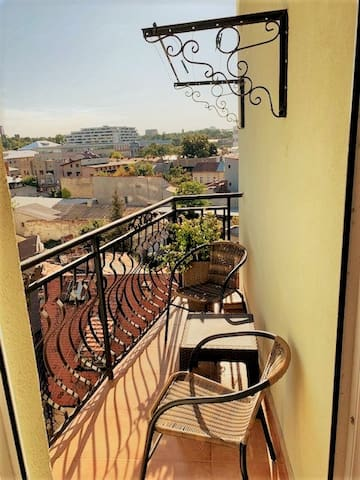 Cosy Studio| City center with balcony| 2 min Metro
