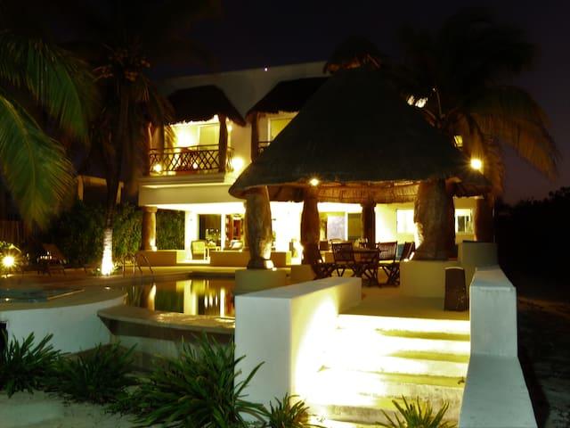 Casa en la playa frente al mar de Uaymitún Yucatán