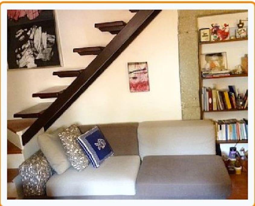 ingresso con scala a vista - divano