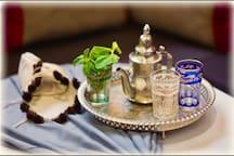 Accueil autour d'un bon thé à la menthe