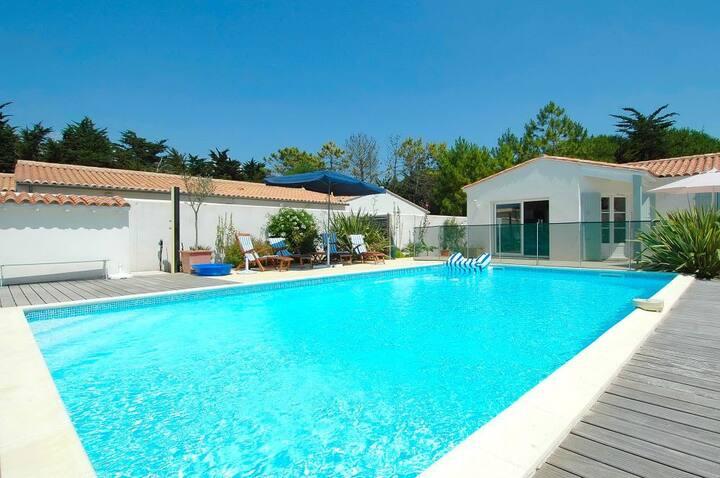 Agréable villa avec piscine à proximité dela plage