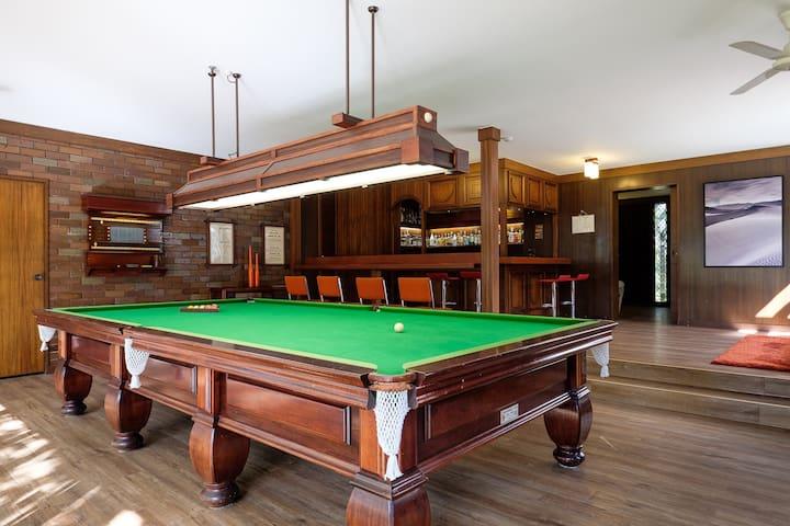 Spacious Hideaway Retreat, Pool , Spa,  Acreage