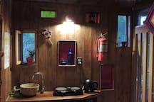 cocina con anafe eléctrico + pava eléctrica